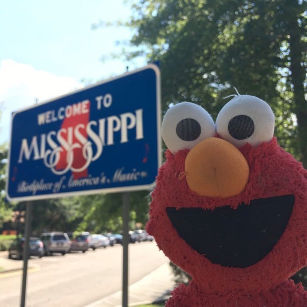 Elmo with the Mississippi welcome sign